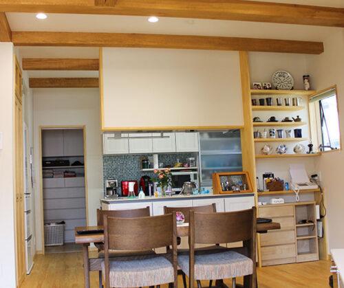 松山市 T様邸 花と木が調和したおもてなし空間 ~ウッドデッキでくつろぎお花に囲まれる癒し空間~